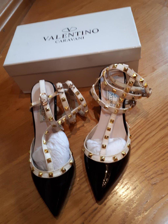 "Шикарные туфли ""Valentino"" 37 размер очень красиво смотрится на ноге: Шикарные туфли ""Valentino"" 37 размер очень красиво смотрится на ноге"