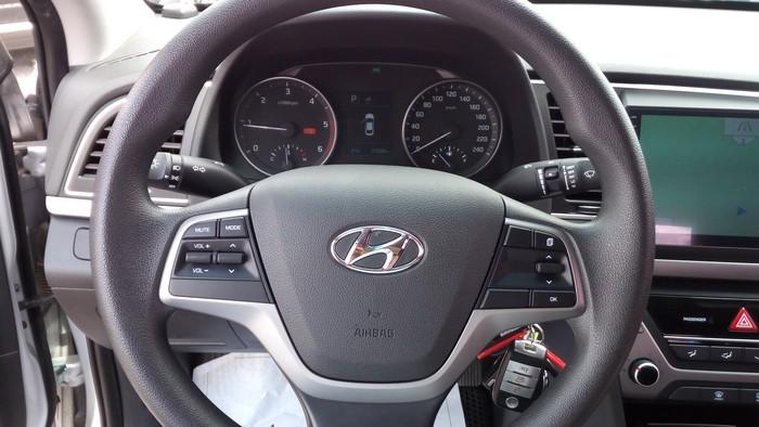 Hyundai Elantra 2016. Photo 5