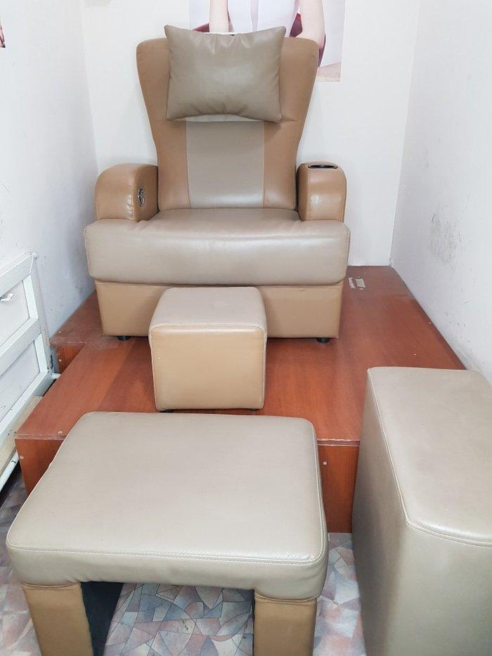 Педикюрное кресло из 4 предметов в отличном состоянии