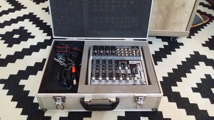 Prodajem miksetu, Behringer XENYX QX1202 USB, sa koferom. Mikseta je - Novi Sad