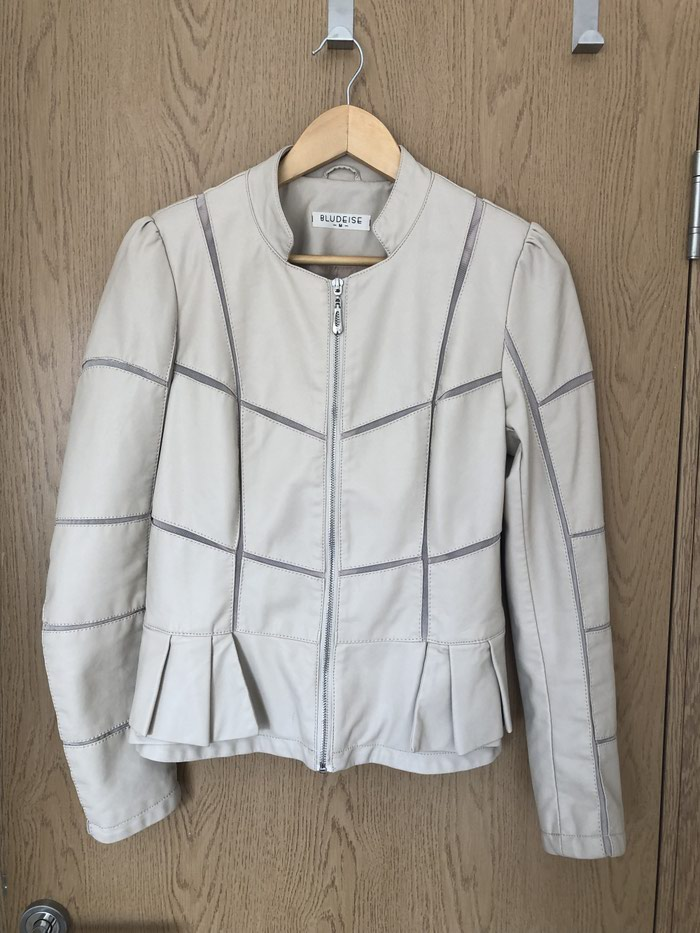 Zenska jakna,velicina M :) - Beograd