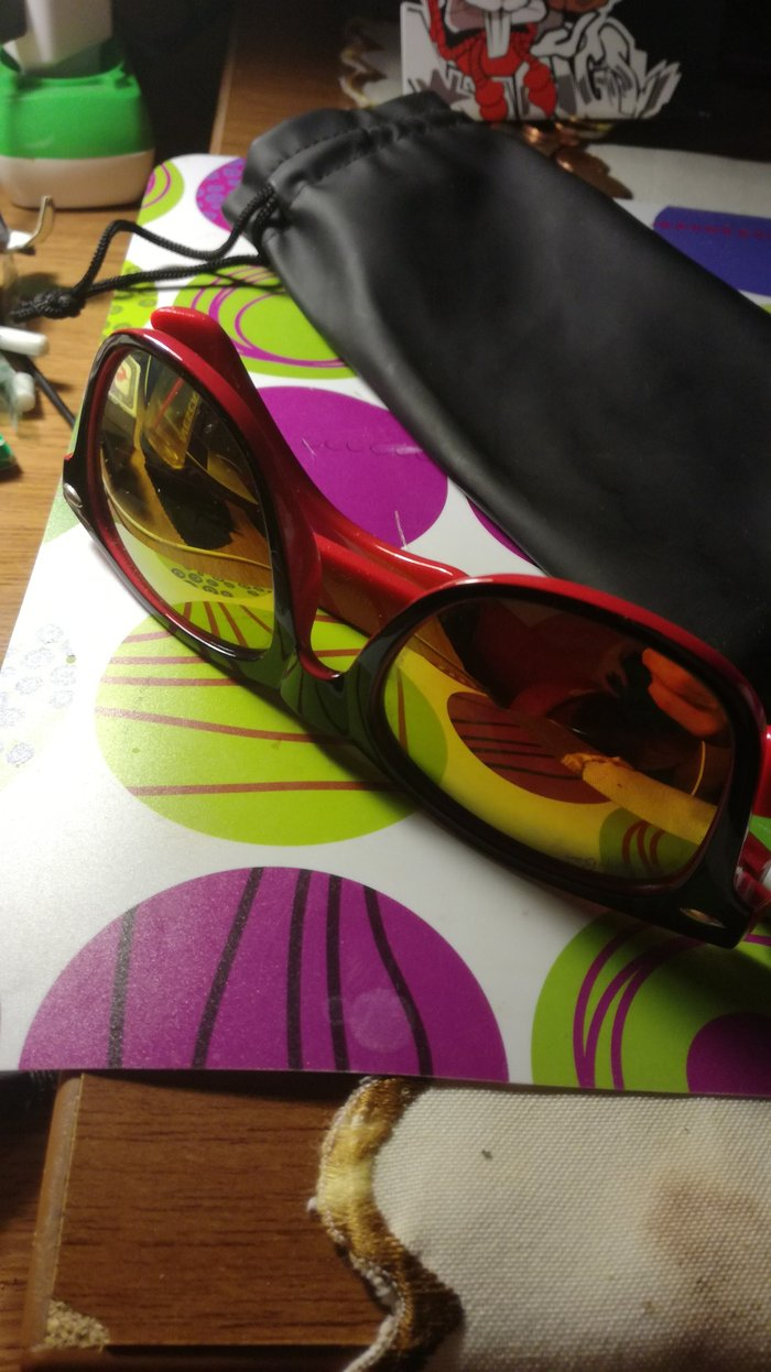 Red sunglasses with yellow lens. Case included.. Photo 0