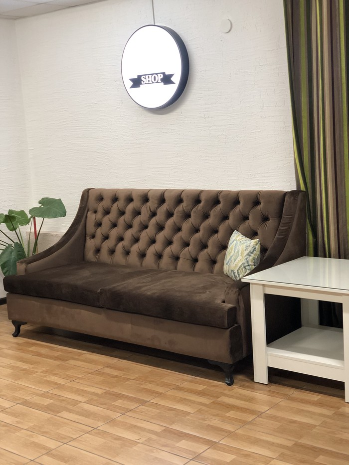 Продаю диван  коричневый (велюр) 13тыс. . Photo 0