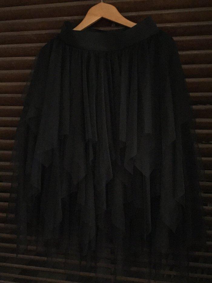 Μαύρη ασήμετρη φούστα από τούλια . Με λαστηχο στη μέση .Ολοκαίνουργια . Photo 2