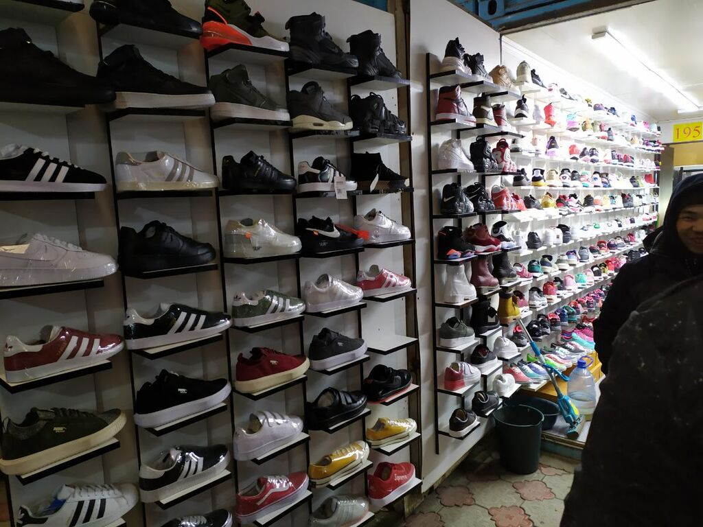 Кросопки сатканга сатучу керек башында иштеп жургон орусча билген  адрес рынок дордой базары мир обуви  басын суйлошобуз телефон номер
