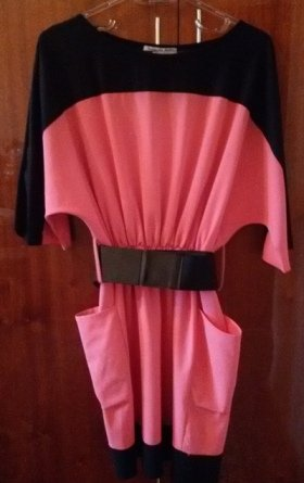Bakı şəhərində Кораллово-черное трикотиновое платье от бренда Fervente, длина 95 см