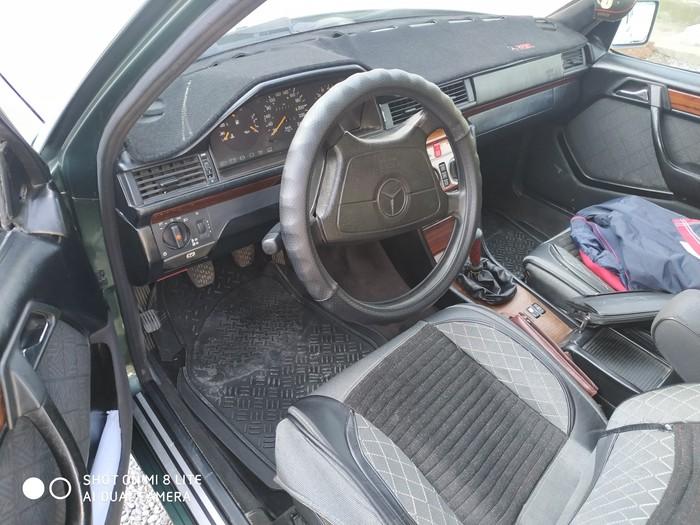 Mercedes-Benz E 200 1995. Photo 2
