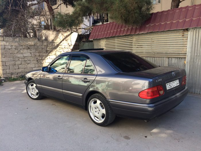 Mercedes-Benz 240 1997. Photo 0