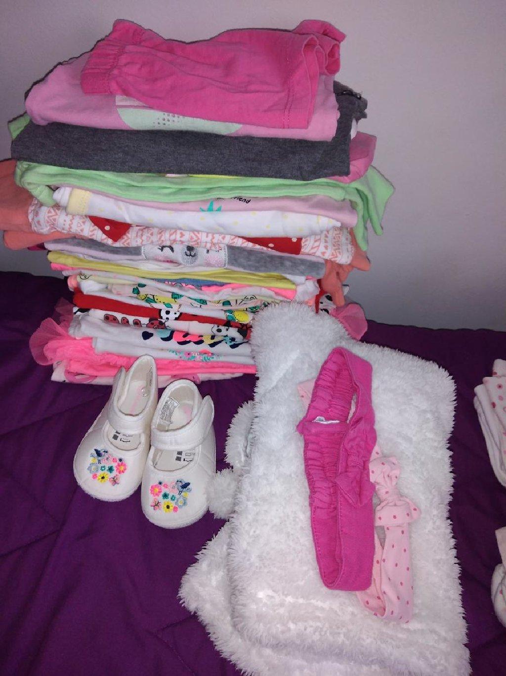 Paket stvari za devojčice od 3-6m, oko 30 stvarcica, jaknica, dve trake za kosu i sandalice