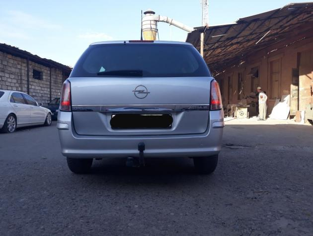 Opel Astra 2008. Photo 1