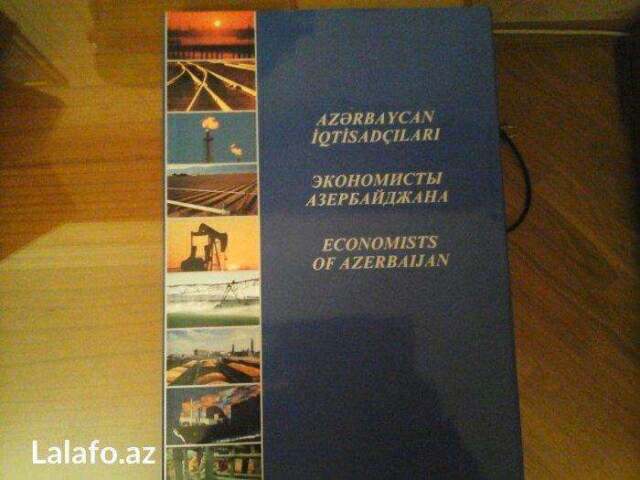 Bakı şəhərində Azerbaycan iqtisadcilati. Kitab iri olcudedir. Cox seliqeli ve zovqle