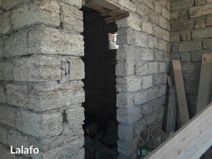 Bakı şəhərində Yeni suraxanida ev satilir. Ev üç sot torpaq sahesinde inşa edilib.