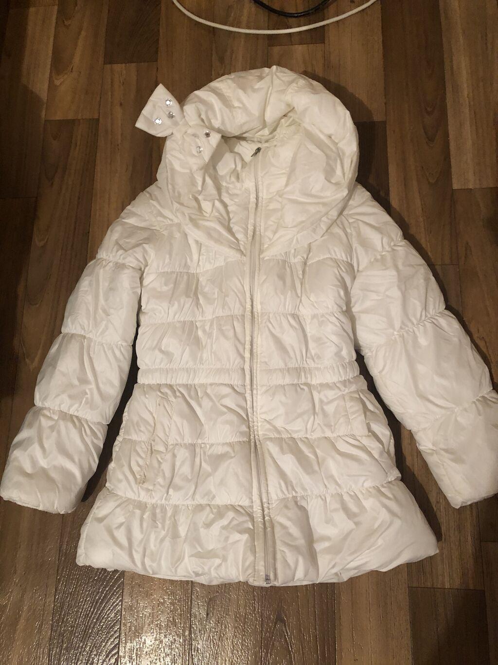 Польская куртка в хорошем состоянии на 8 9 лет есть дырочка на рукаве: Польская куртка в хорошем состоянии на 8 9 лет есть дырочка на рукаве