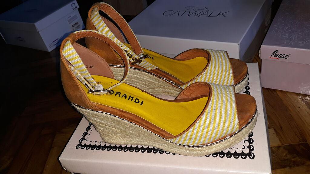 Zenske sandale na platformu,nosene par puta