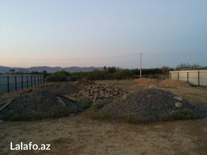 Hacıqabul şəhərində Torpaq satılır esas yoldan 100 metr aralı fovqalade hallar