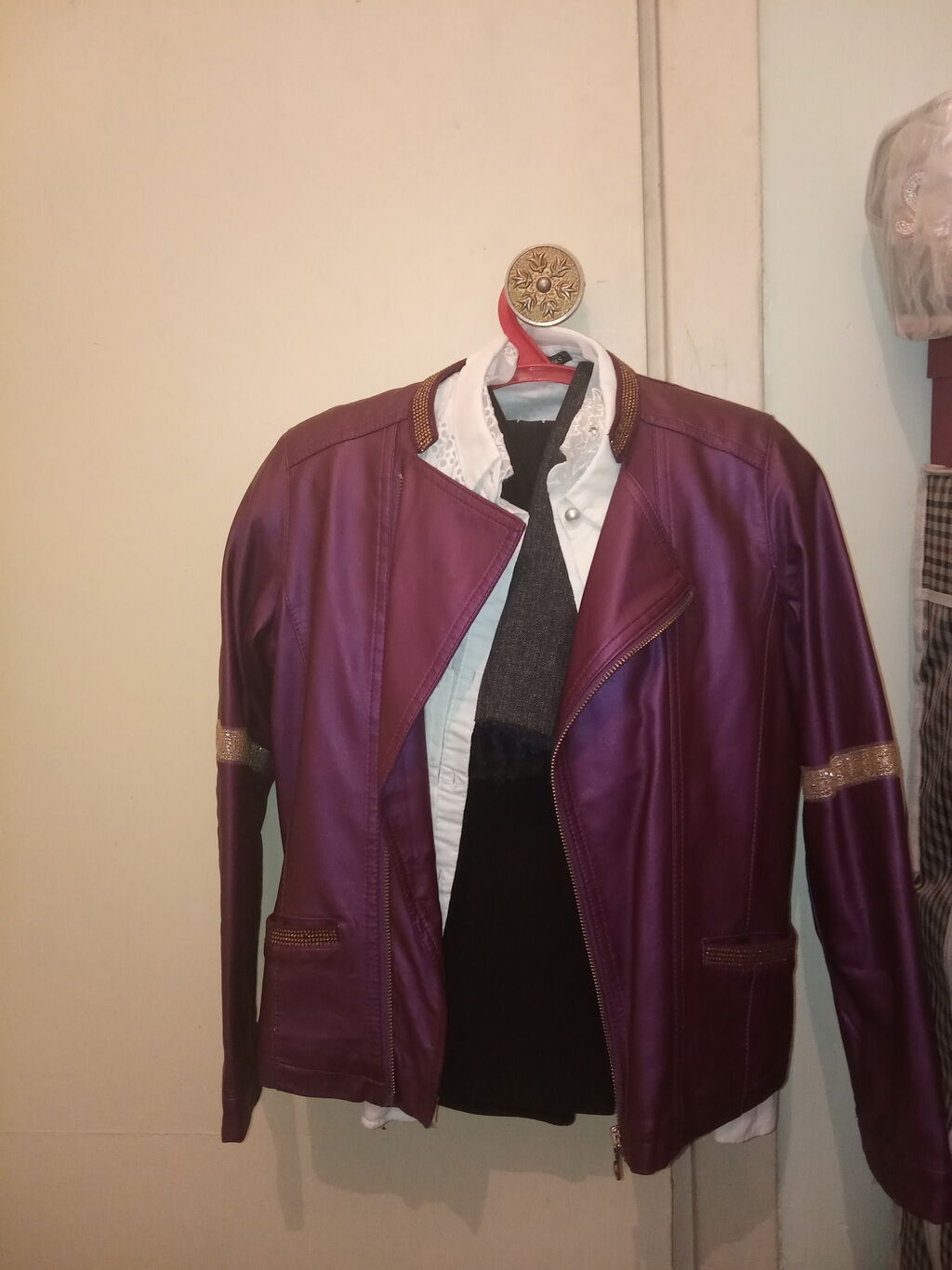 Детская кожаная куртка, 8-12 лет. Состояние отличное: Детская кожаная куртка, 8-12 лет. Состояние отличное