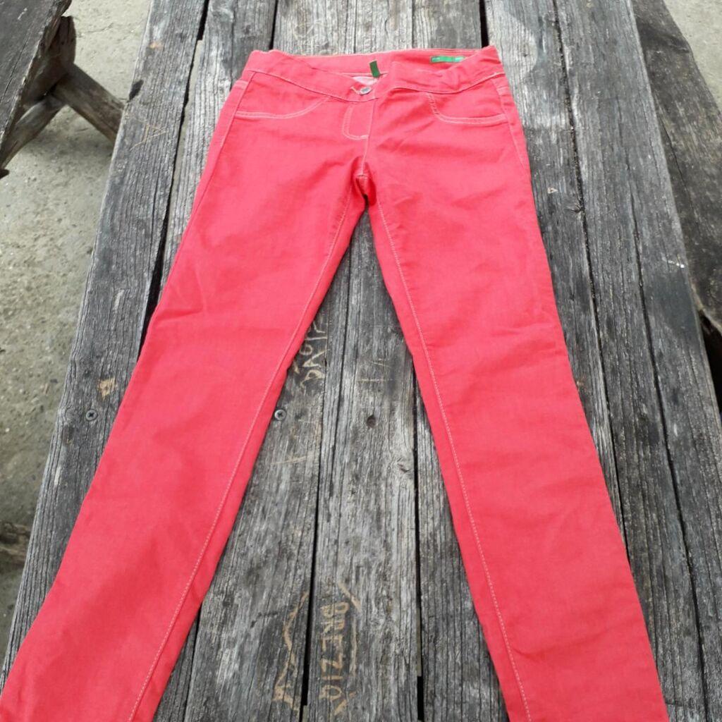 Benetton Scinny Strech koralno crvene  letnje pantalone za devojčicu, uzrasta 11 do 12 g ili visina 160cm, kao da nisu korišćene, sastav 67% cotton 29% poliester i 4%elastin