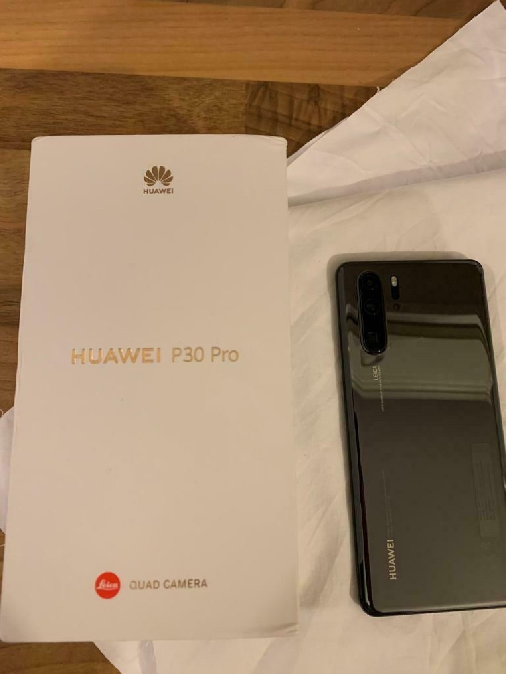 Huawei p30 pro   With free huawei iWatch gts  ( factory unlocked )