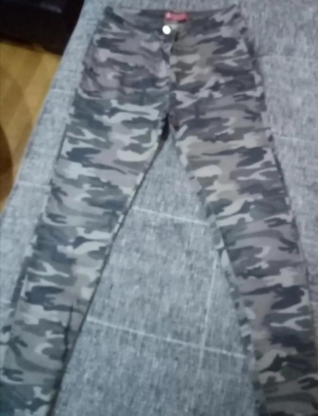 Letnje farmerke u militari dezenu pune elastina bez ikakvih tragova nošenja