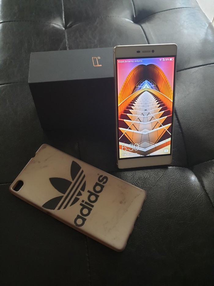 Πωλειται το κινητο huawei p8 σε καλη κατασταση μαζι με θηκη