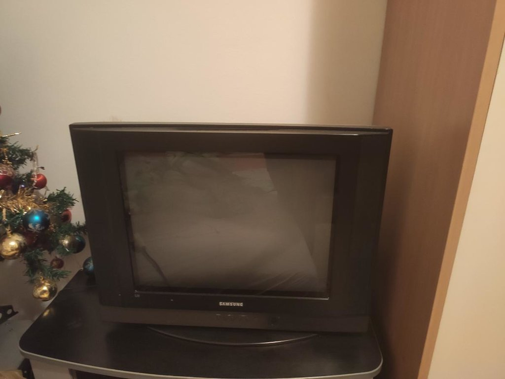 Samsung TV ocuvan u odlicnom je stanju