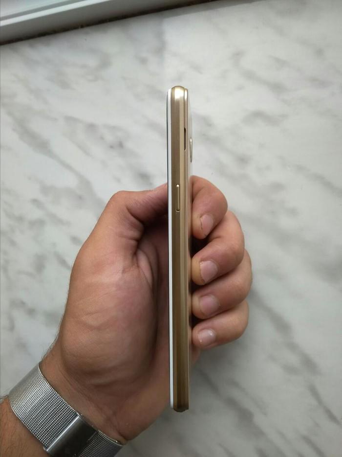 Б/у Samsung Galaxy J3 2017 16 ГБ Золотой. Photo 1