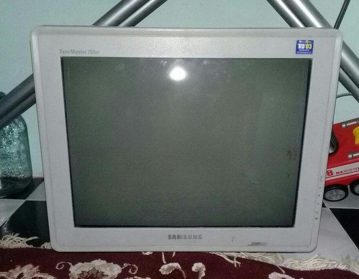Bakı şəhərində Samsungun Oyuncun Komputeri satirlir