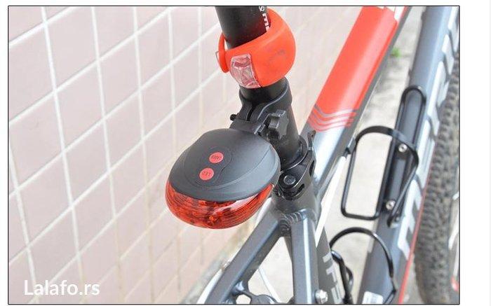 Zadnje svetlo za biciklo sa Laserom . Baterije se dobijaju u kompletu - Beograd