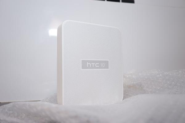 HTC 10. Photo 0