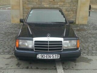 Mercedes-Benz E 200 1993. Photo 3