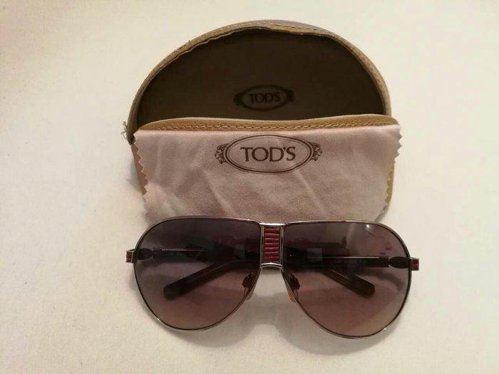 Γυαλιά ηλίου Tod's με μωβ λεπτομερειες. Photo 1