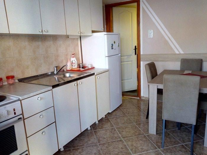 Izdajem stan u kuci kompletno namesten. Tel.. Photo 4