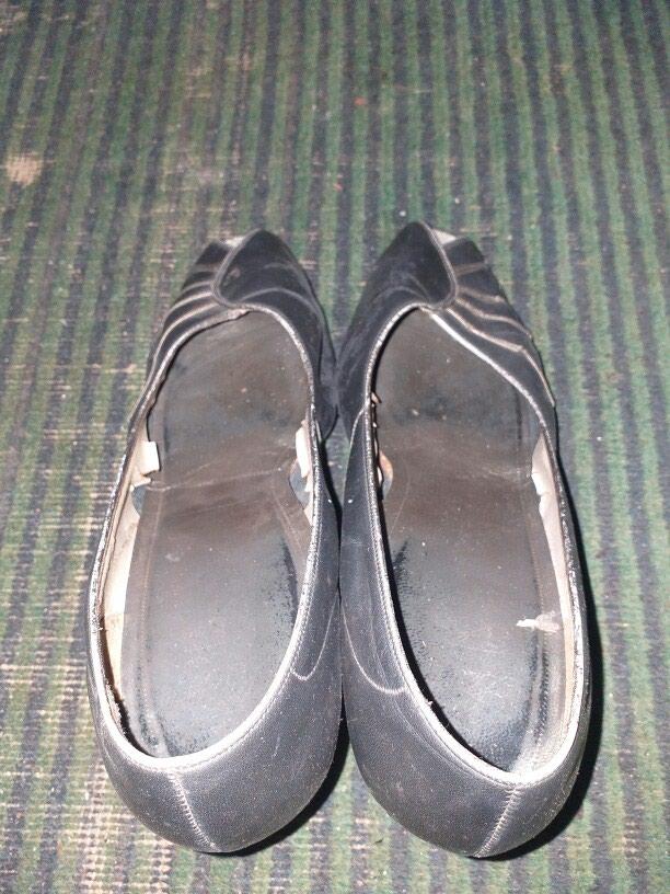 Женские туфли белые 3 ман а чёрные 2 ман. Photo 5