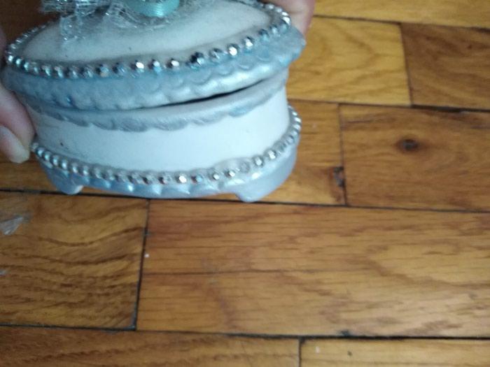 Keramicka ukrasna kutijica za odlaganje stvari extra ocuvana. Photo 1