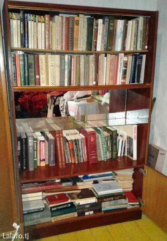Продается книжный шкаф с большим в Душанбе