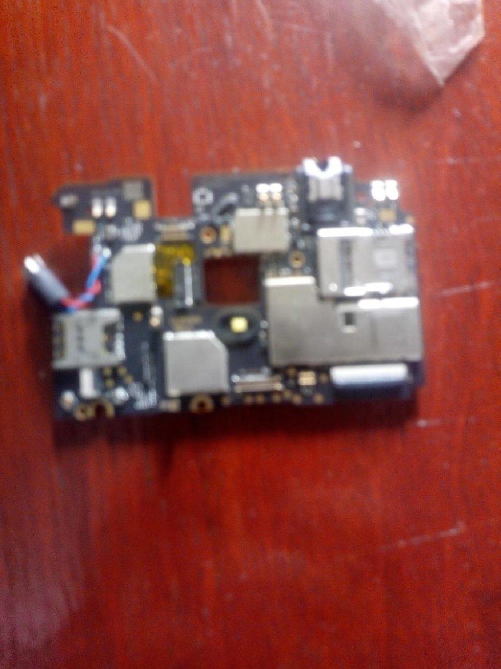 Motorola e4 plus maticna ploca neispravna za delove