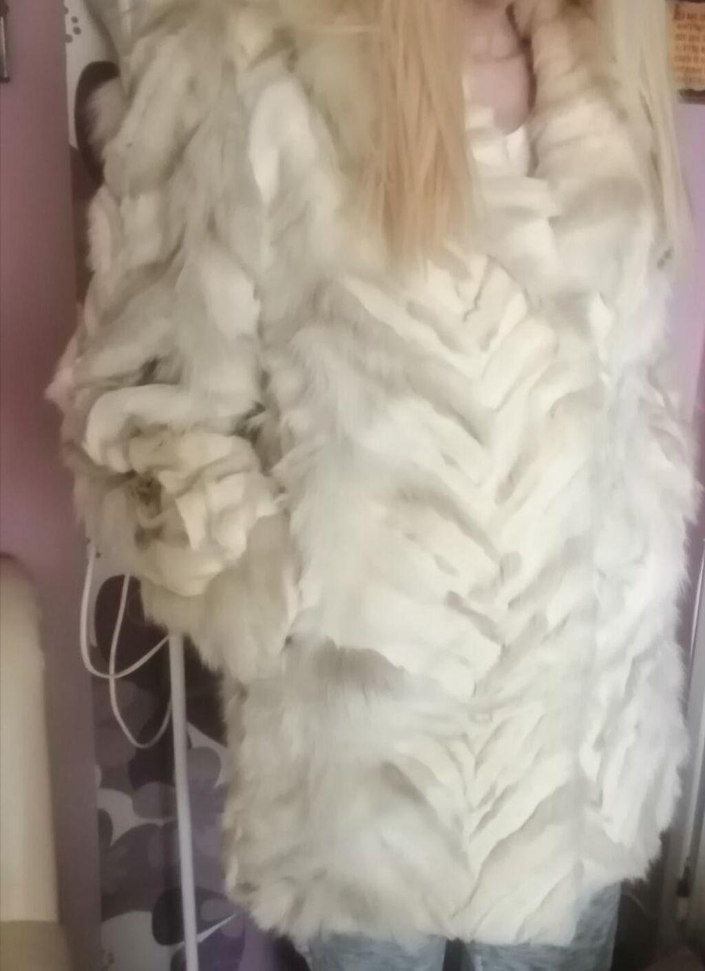 Bunda od pravog krzna polarne lisice u izuzetnom stanju, modernog kroja