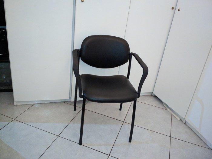 Πωλείται καρέκλα μαύρη σε εξαιρετική κατάσταση, ελαφρώς μεταχειρισμένη. Photo 4