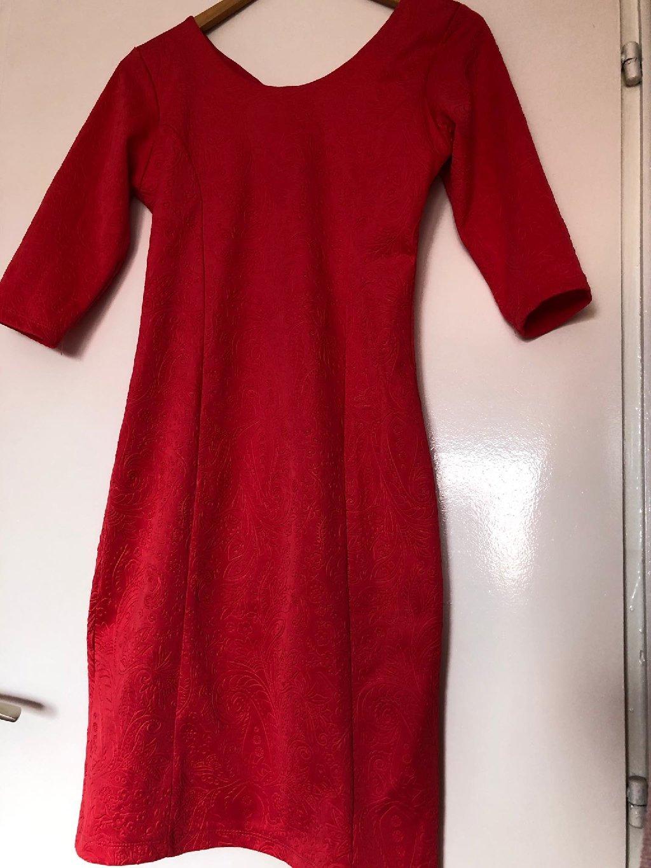 Koralna haljina haljina nikad nošena univerzalna veličina