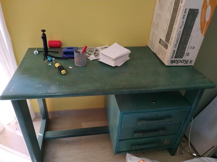 Γραφείο από μασιφ ξύλο,μπορεί να βαφτεί.παραλαβη από Καλλιθέα.20€ σε Άγιοι Ανάργυροι