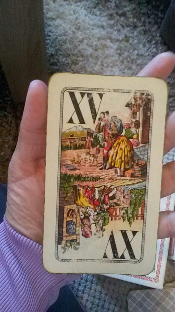 Dve kutije tarot karata kupljene u Beču pre dosta godina interesantan detalj za  ljubitelje uredjenja antikvarnim nameštajem ili one koji umeju da gledaju u njih