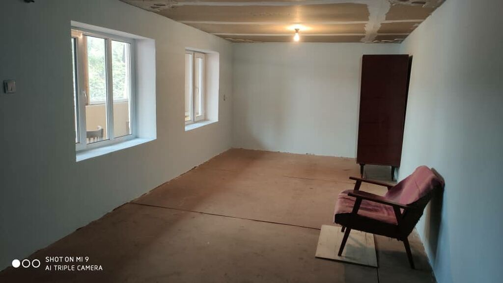 Чон комната+ прихожка квартирага берилет. 4000 сом. Фучика Жибек жолу