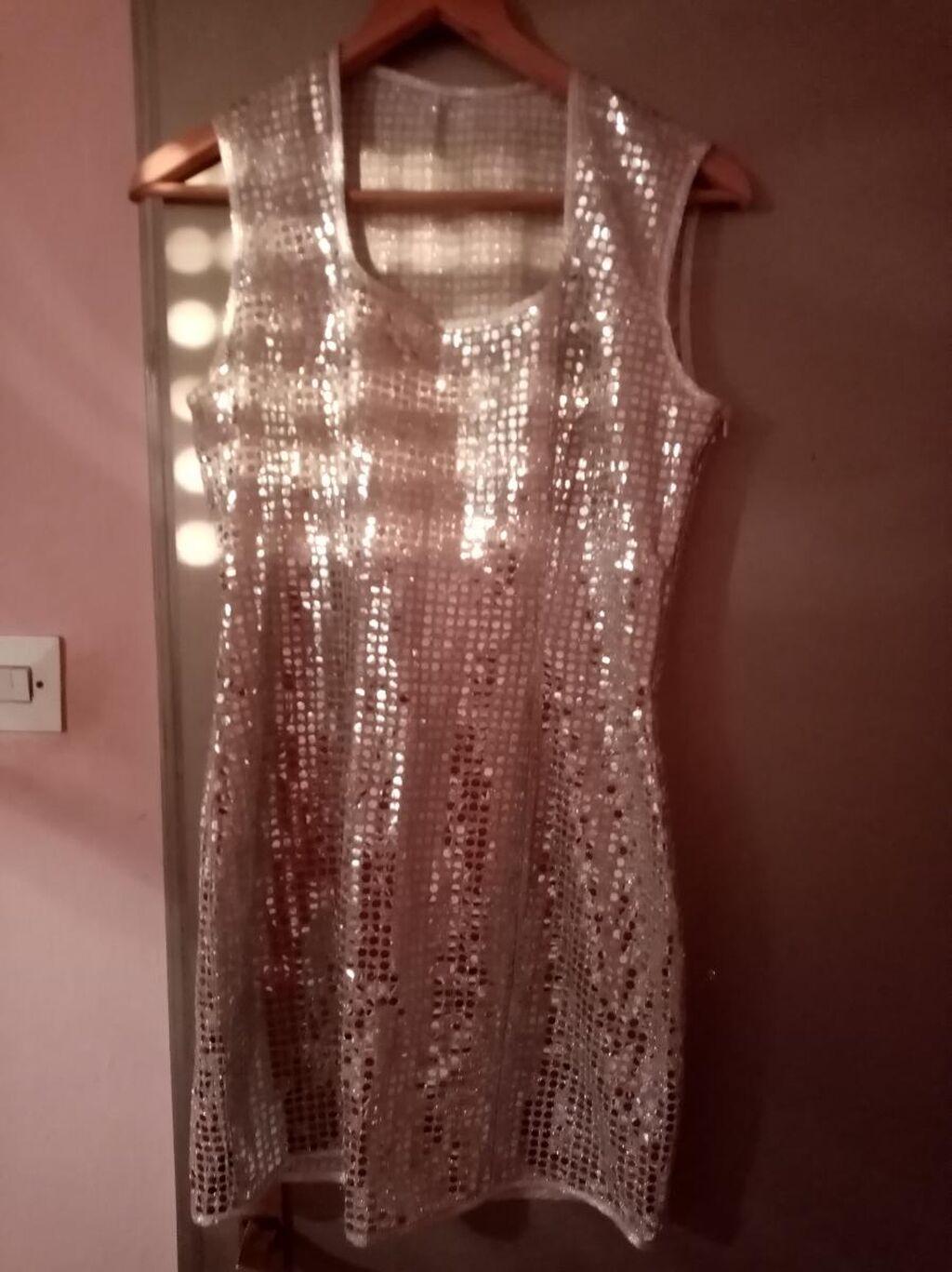 Srebrna haljina, uni
