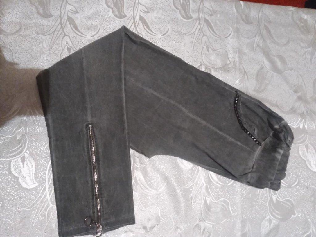 Maslinasto - zelene pantalone, pune elastina, odgovaraju za XXl velicinu