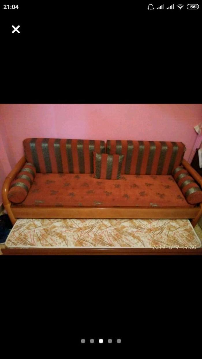 Καναπές κρεβάτι με στρώμα και σετ 2 πολυθρόνες
