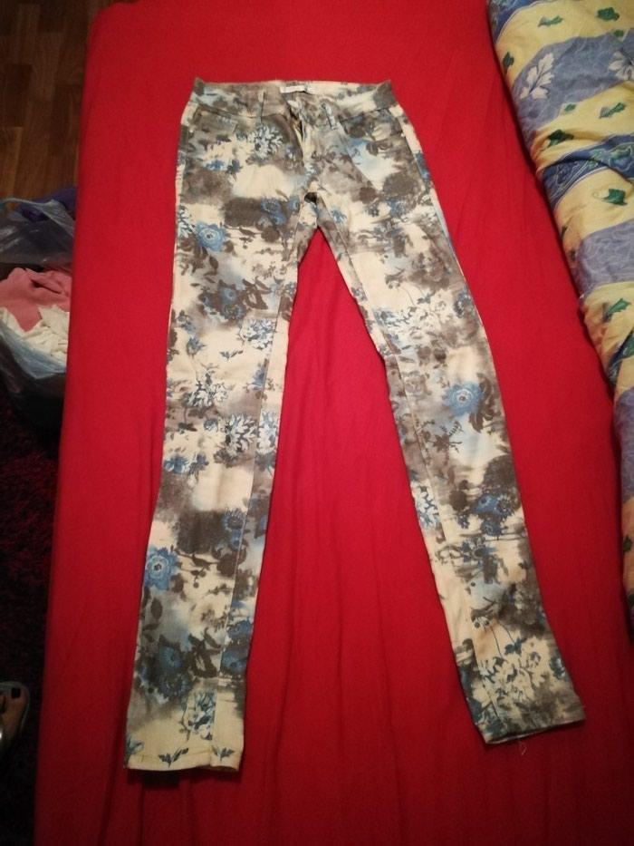 Pantalonehelanke pitati za cenu.veličine uglavnom s-m