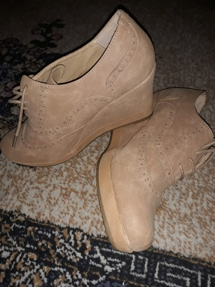 Nove cipele na platformu broj 41 - Beograd