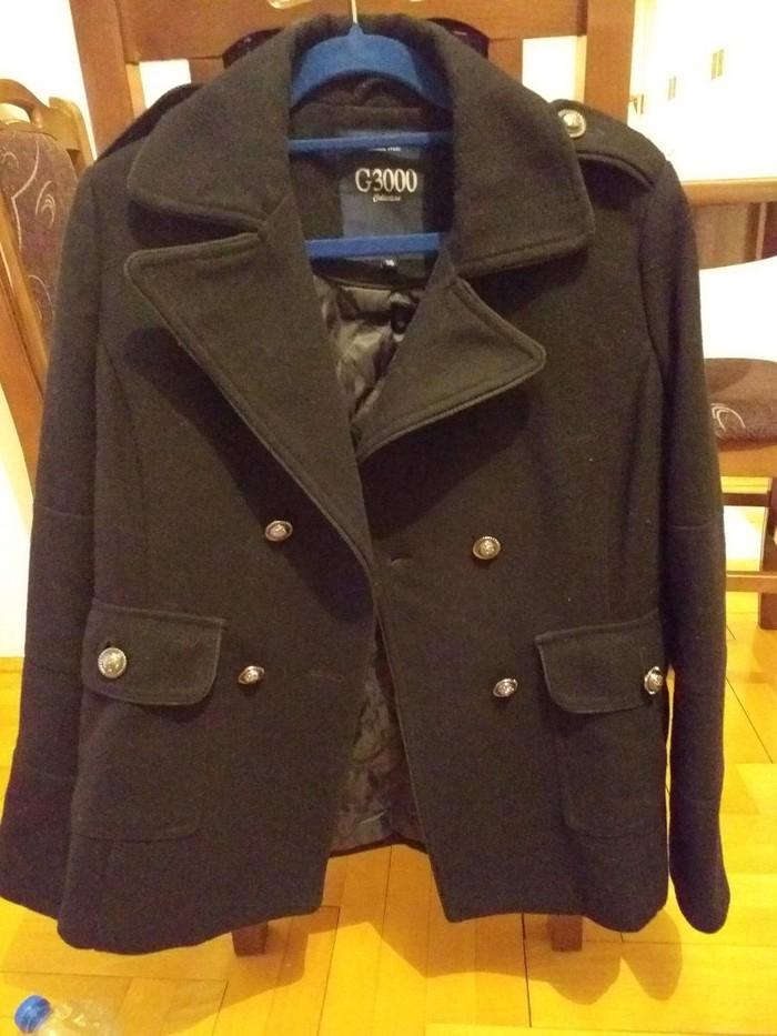 Kratki crni kaput, dobro ocuvann
