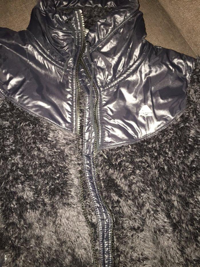 Μπουφάν Nike από συνθετική γούνα και βινίλ Νο Medium Ολοκαίνουργιο 25€. Photo 2