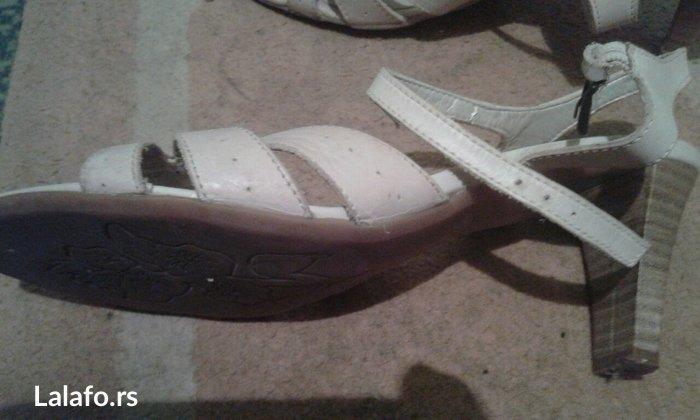 Sandale sa manjom stiklom,vel 39 na prodaju-krem boje.Ocuvane - Zrenjanin